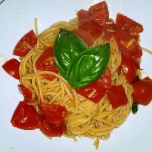 Spaghetti pomodorini tagliato